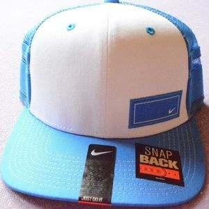 NIKE JUST DO IT SWOOSH WOMENS SNAP BACK HAT